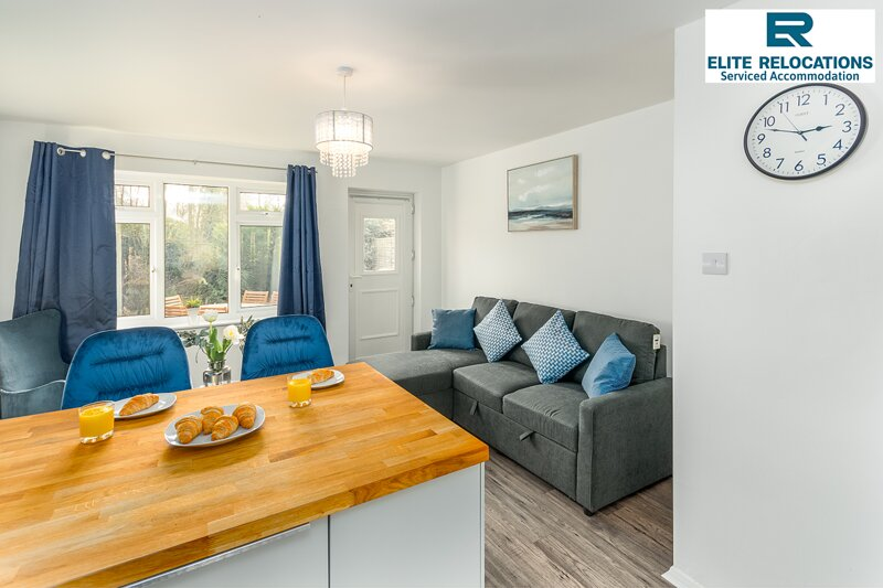 2 Bedroom House at Elite Relocations with Free Parking & WiFi - Leamington Spa, holiday rental in Warwick