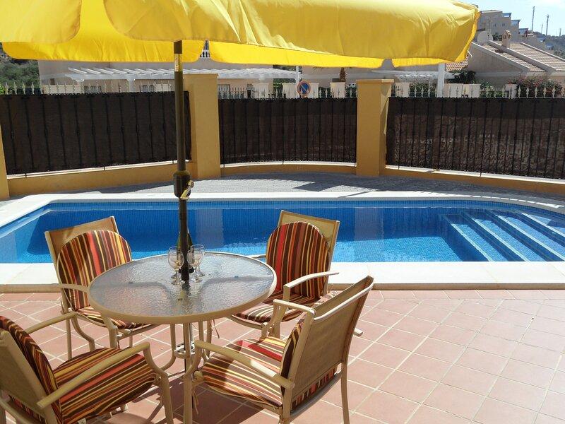 Villa Amarillo  2 bedroom 2 bathroom with private pool. WIFI/AIRCO/UK TV etc, holiday rental in San Juan de los Terreros