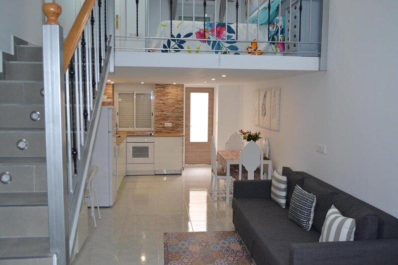 Stunning Loft Apartment Air conditioning, impressive modern conversion, holiday rental in Pinoso