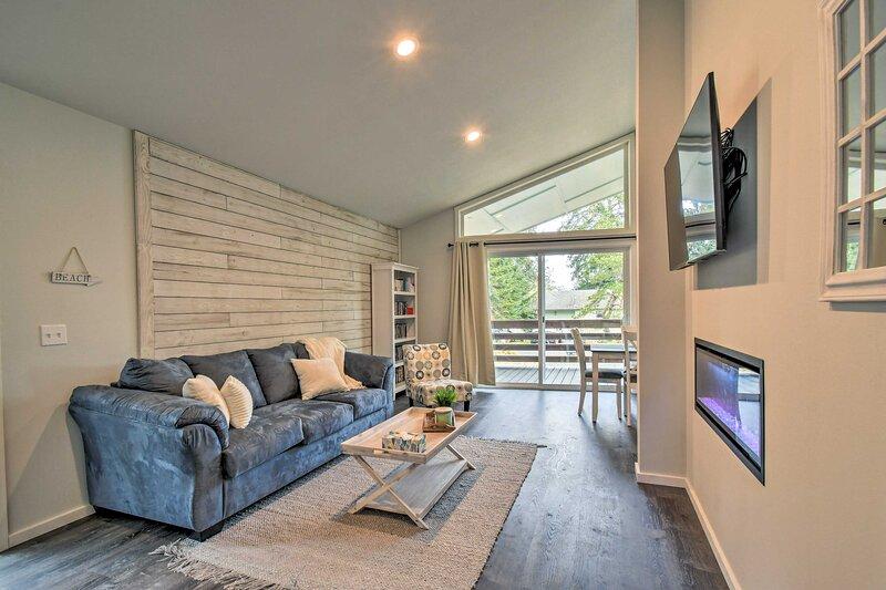 NEW! Cozy Coastal Cottage Near Downtown Westport!, location de vacances à Westport