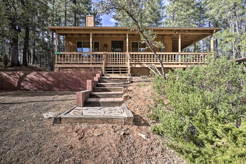 NEW! Rustic Rim Country Retreat w/ Loft + Grill!, holiday rental in Strawberry