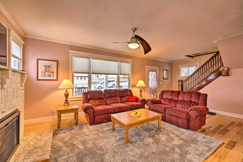 NEW! Ridgway Home w/ Fireplace - 0.4 Mi to Town!, location de vacances à Wilcox
