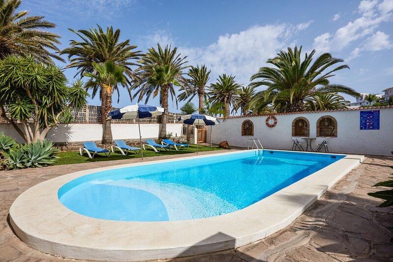 Amazing house with shared pool, casa vacanza a Buenavista del Norte