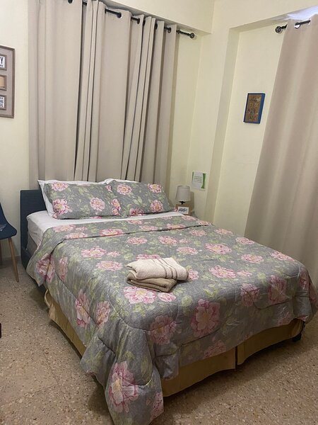My West Little Corner Apt2 WIFI/AC/3BR/Sleeps 6/Fully Equipped/Fam/Bus, alquiler de vacaciones en Mayagüez
