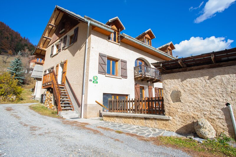 Nice apartment with mountain view, vacation rental in Chateau Ville Vieille