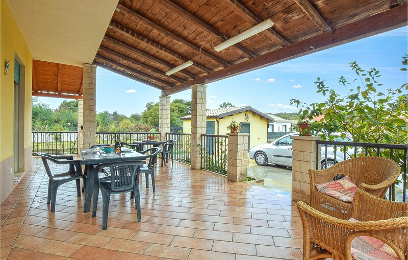 Beautiful home in Scicli with WiFi and 3 Bedrooms (ISR366), casa vacanza a Sampieri