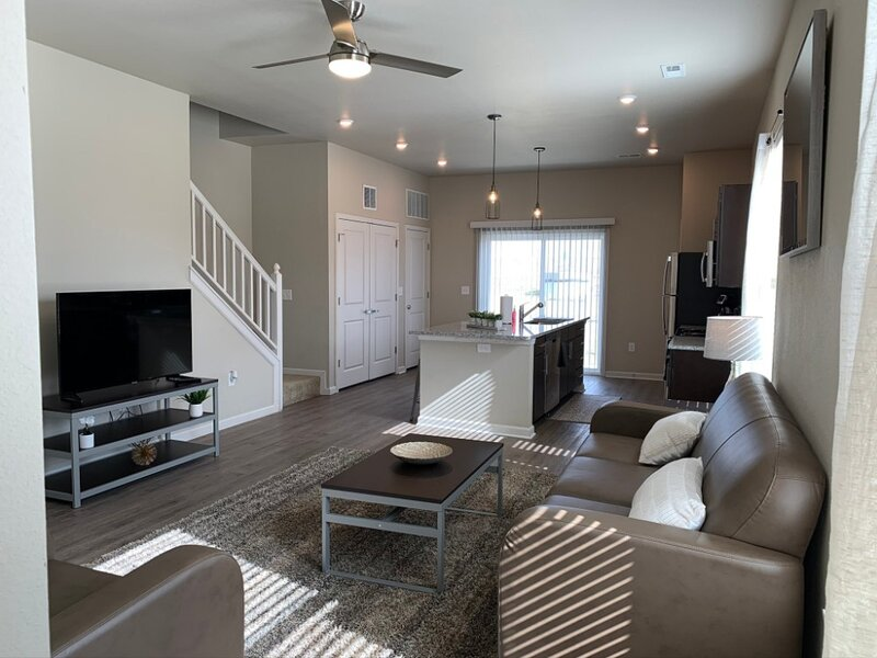 Top-Rated 4-Bedroom Modern House with Amazing Amenities, casa vacanza a Lawrence