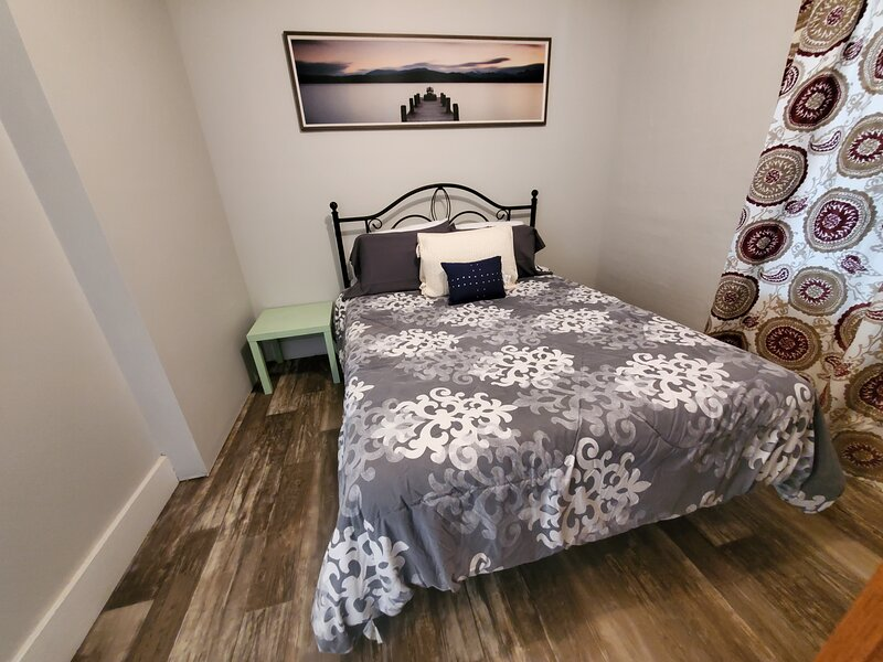 Spacious 4 Bedroom, 2 Bath house downtown Sturgis. Sleeps 9-11, alquiler de vacaciones en Sturgis