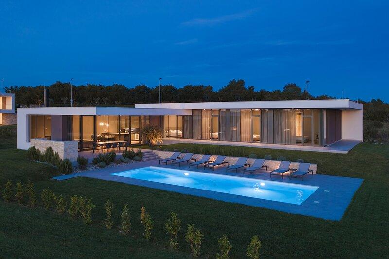 Lovely Villa Letizia, with a Pool, holiday rental in Buzinija