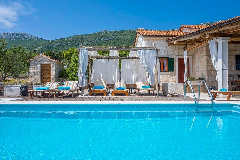 Lovely Villa Jure, in Dalmatia, with a Pool, alquiler de vacaciones en Kastel Stari