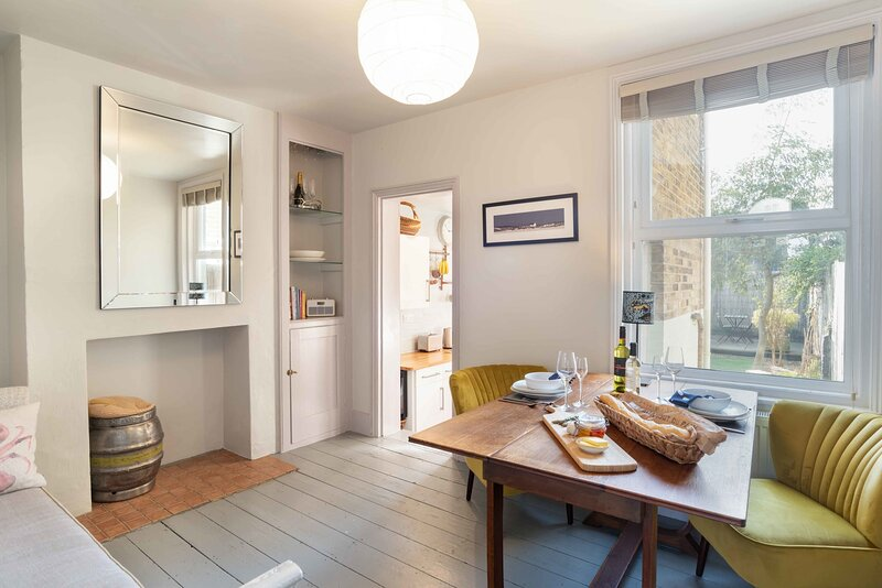 Seaside luxe! Linen Cottage, under 5 walk mins to the beach, holiday rental in Walmer