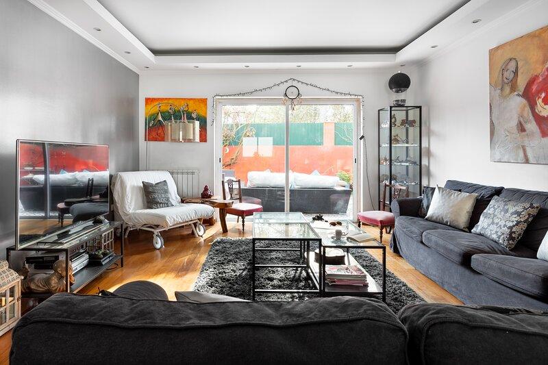ALTIDO Stunning 4-BR house w/Private Yard in Estoril, holiday rental in Joao do Estoril
