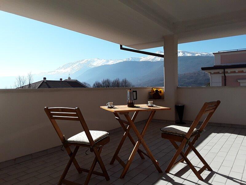 L'Aquila City Center Home 2 - app.to con fantastico terrazzo in centro, holiday rental in Rovere