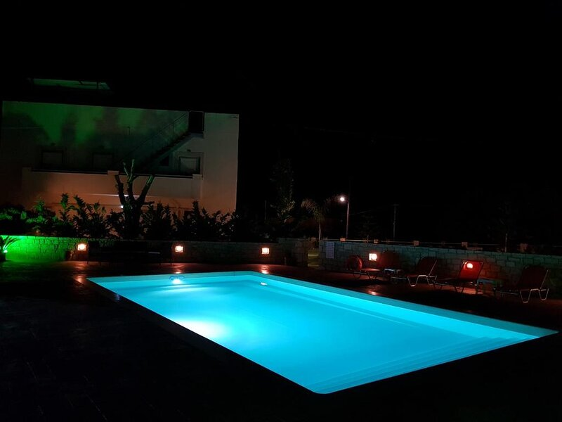 Spacious family Apartment With Sea View And Swimming Pool, holiday rental in Sfakaki