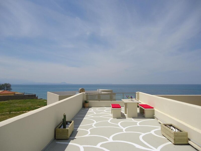 3 bedrooms apartment With Sea View and Swimming Pool, holiday rental in Sfakaki