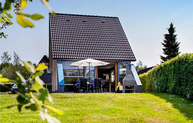 Stunning home in Vlagtwedde with Indoor swimming pool, WiFi and 3 Bedrooms (HGR0, vacation rental in Bourtange
