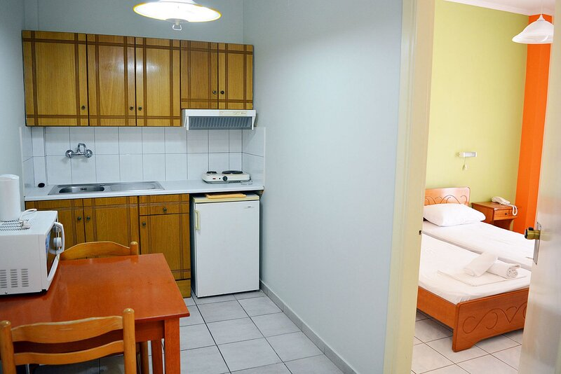 2 Bedroom Sea View Apartment (5 persons) - SunBliss Studios & Apartments, holiday rental in Alykes