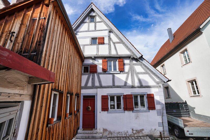 Mieten Sie eines der ältesten Häuser in Weißenburgs Altstadt, gebaut 1321, holiday rental in Treuchtlingen