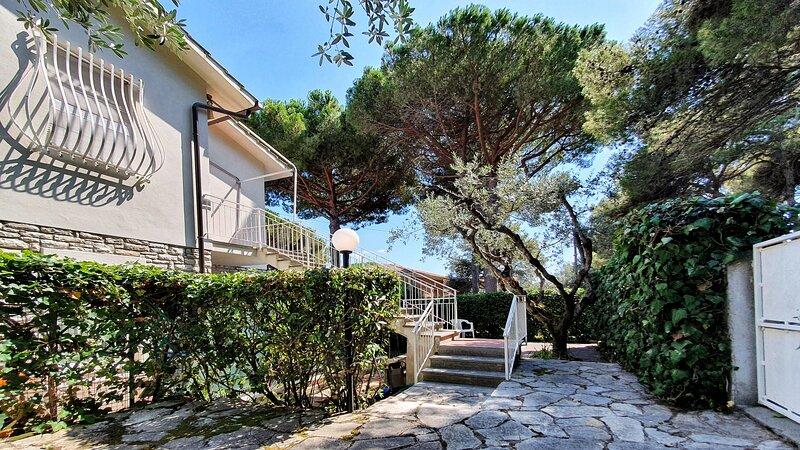 Graziosa casa vicino Baia del Quercetano, casa vacanza a Castiglioncello