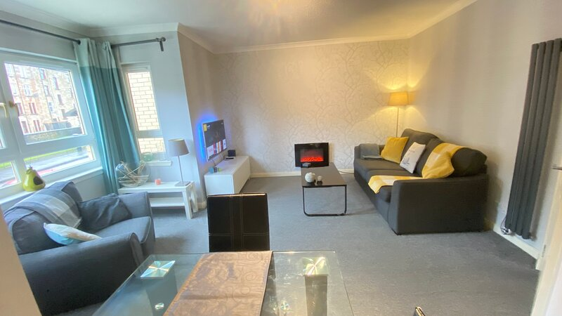 Superb & Modern 2 Bedroom Apartment in Central Paisley - Sleeps 4 Guests, Ferienwohnung in Paisley