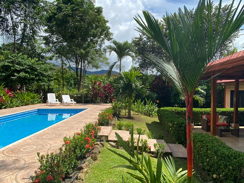Private, Tropical Paradise Home: Mountain View, pool, 2bd 2ba with opt. casita, holiday rental in Ojochal