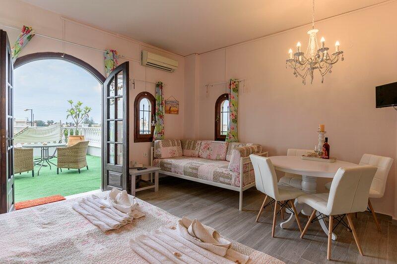 OLYMPUS STUDIOS AFRODITE, holiday rental in Epano Sisi