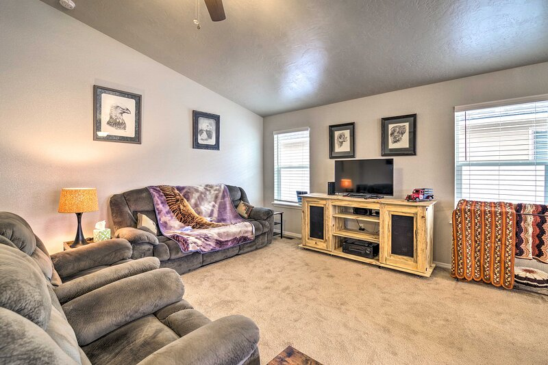 NEW! Updated Family Home w/ Deck, 24 Mi to Boise!, holiday rental in Huston