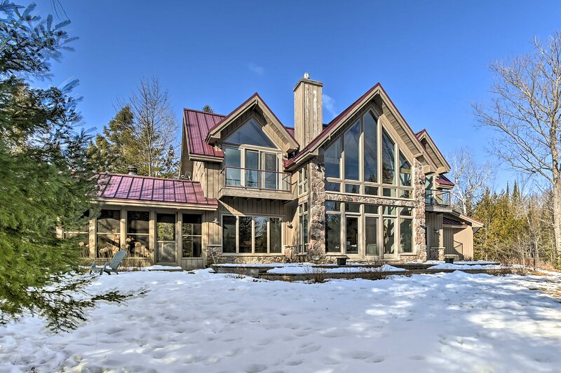 NEW! Stunning Sister Bay Home 4 Mi to Lake + Beach, holiday rental in Gills Rock