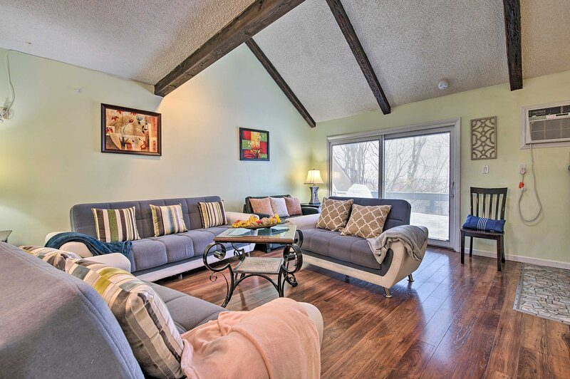 Tannersville Vacation Rental | 3BR | 2.5BA | 3 Stories | 1,350 Sq Ft