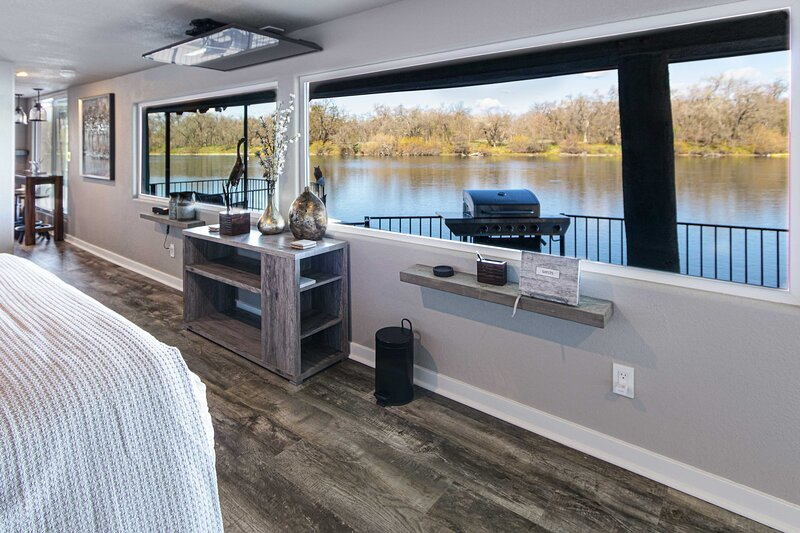 NEW! Sacramento River Retreat: 1.5 Mi to Boat Ramp, holiday rental in Cottonwood