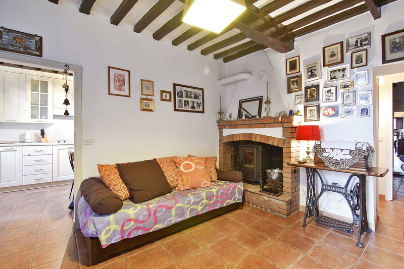 Nice apartment in Roccastrada, alquiler vacacional en Torniella