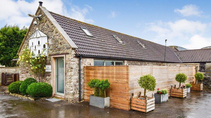 Dovecote, Saltford near Bath sleeps 2 guests  in 1 bedroom, vacation rental in Pucklechurch