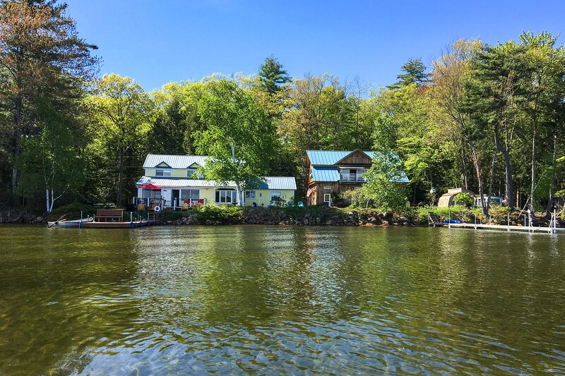 Spacious Home w/ Dock & Deck on Lake Winnisquam!, vacation rental in Northfield