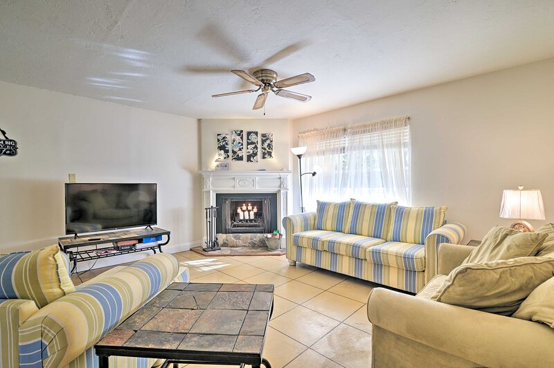 NEW! Pet-Friendly Brooksville Cottage w/ Fire Pit!, holiday rental in Brooksville