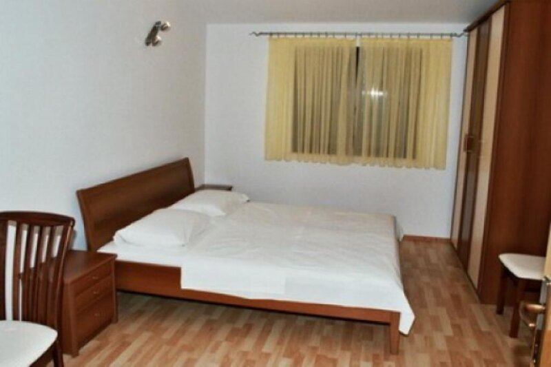 Holiday home 105100 - Holiday apartment 5774, vacation rental in Vrsine
