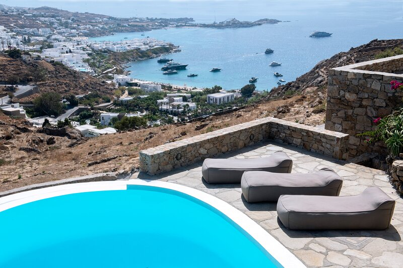 Villa in Psarou with private pool by Diles Villas, holiday rental in Psarou