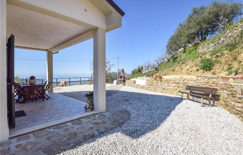 Beautiful home in Laureana Cilento with WiFi and 3 Bedrooms (IKC596), holiday rental in Vatolla