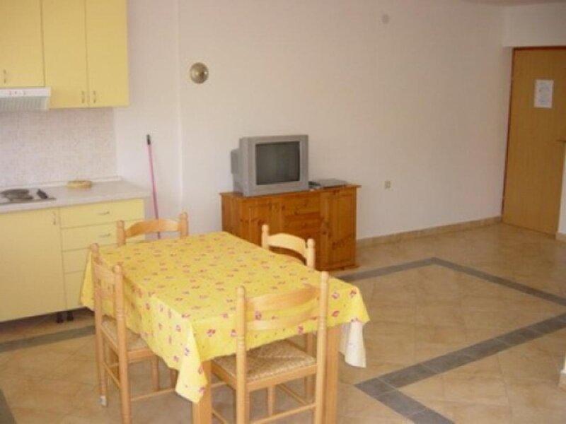 Holiday home 109993 - Holiday apartment 86525, vacation rental in Batomalj