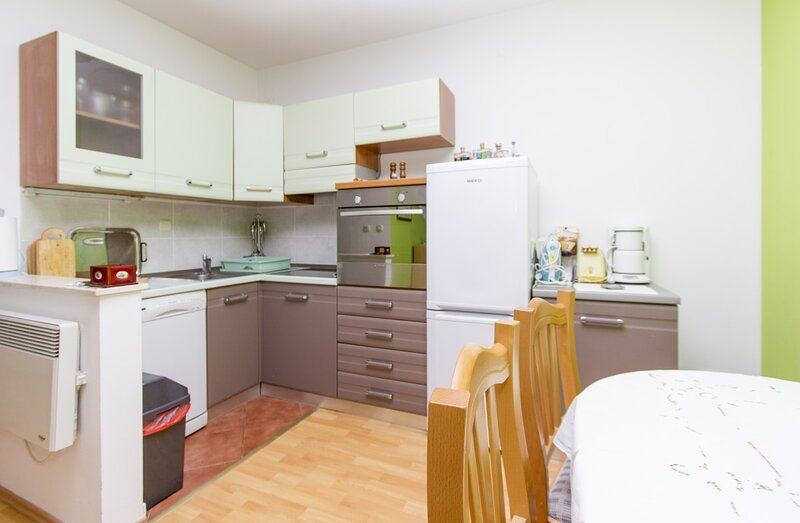 Holiday home 169425 - Holiday apartment 179397, location de vacances à Turanj
