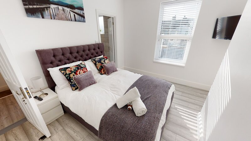 St Johns House - 3 Bed ensuite in Gillingham, holiday rental in Halling