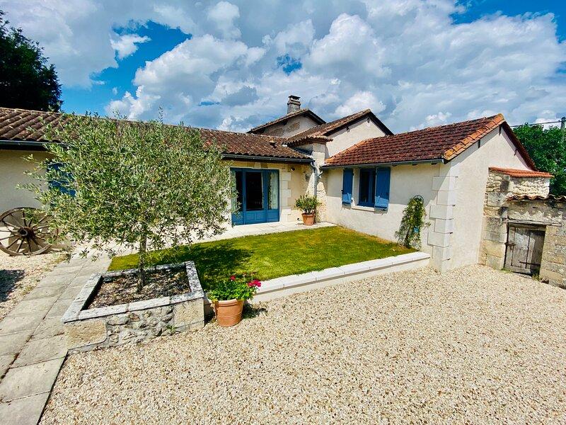 La Grangette, Le Manoir de Longeveau, holiday rental in Saint-Paul-Lizonne