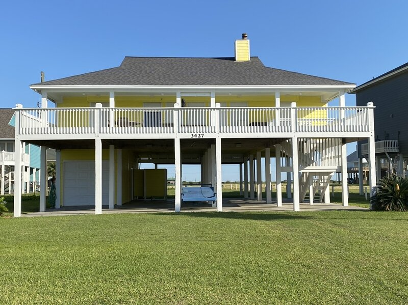 Grass,Lawn,Porch,Building,Patio