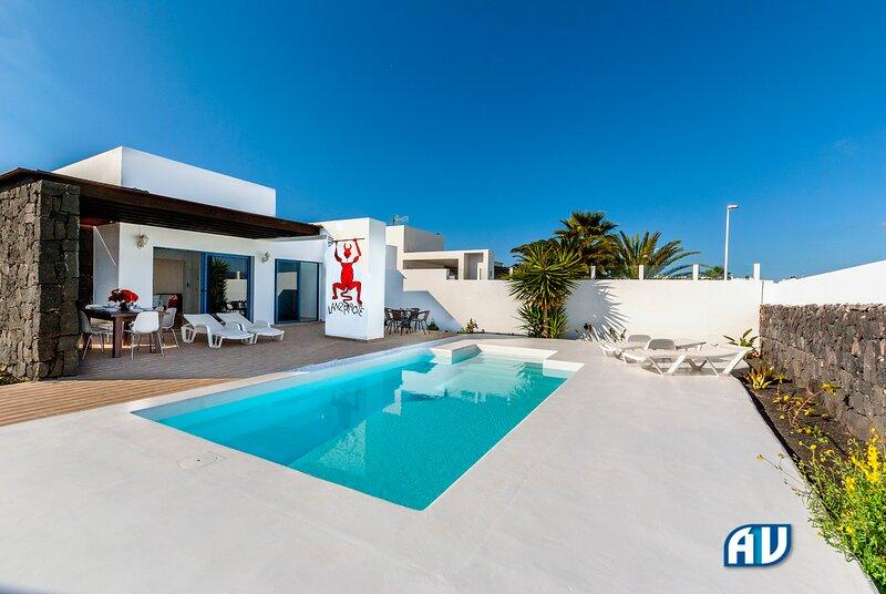Lovely 3-Bed Villa with Studio in Playa Blanca, holiday rental in Playa Blanca