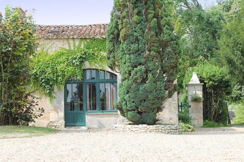 La Petite Grange, Le Manoir de Longeveau, holiday rental in Saint-Paul-Lizonne