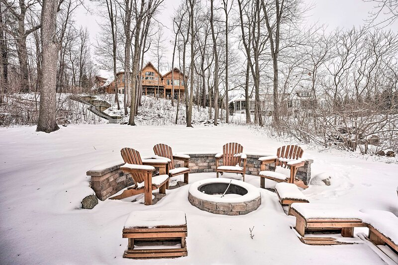 NEW! Expansive Lakefront Retreat w/ Dock & Deck!, vacation rental in Hastings