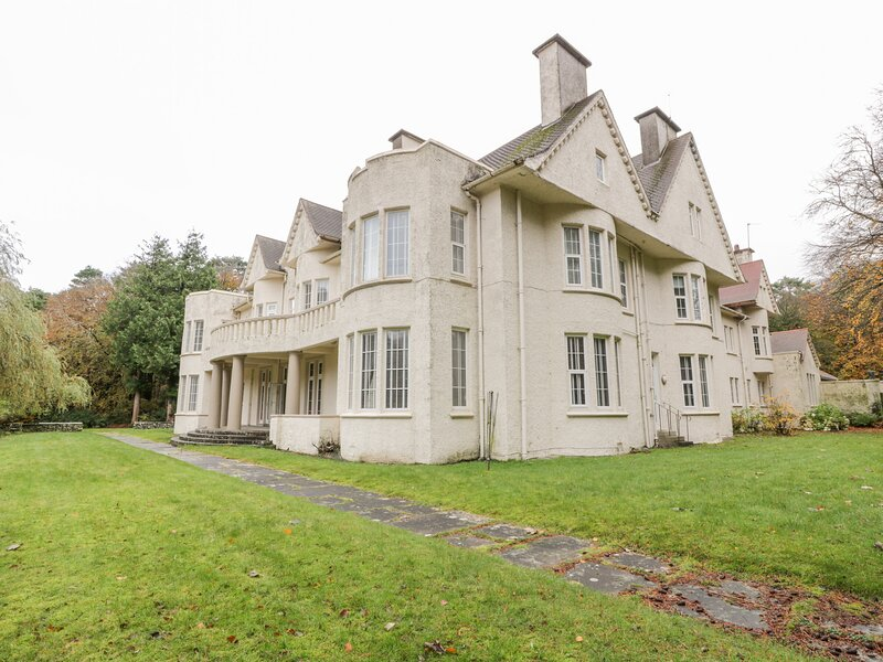 2 Monktonhall, Troon, holiday rental in Irvine