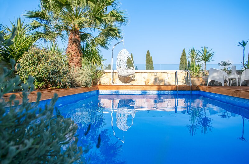 Ark Luxury Villa with private pool & breathtaking views, holiday rental in Lagopodo