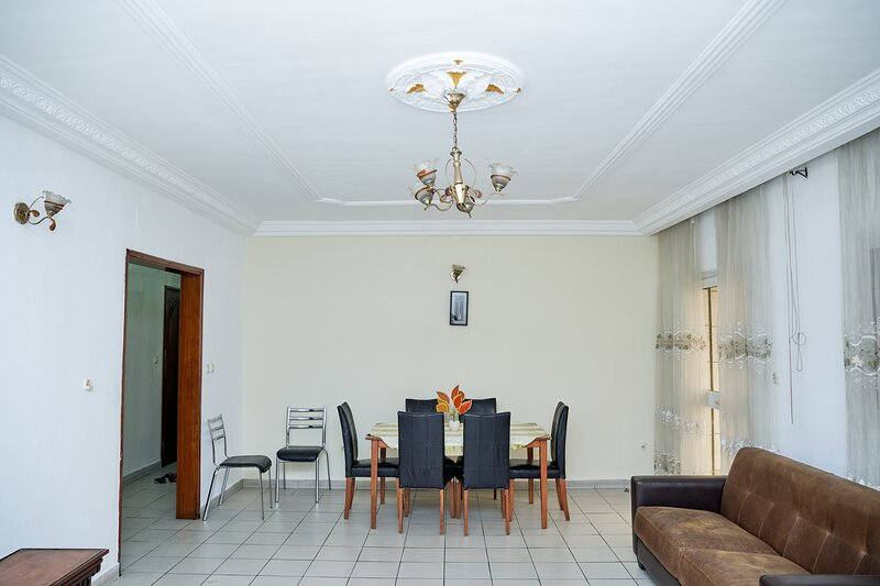 Appartement 3 chambres Bonanjo. Etage#1, holiday rental in Littoral Region