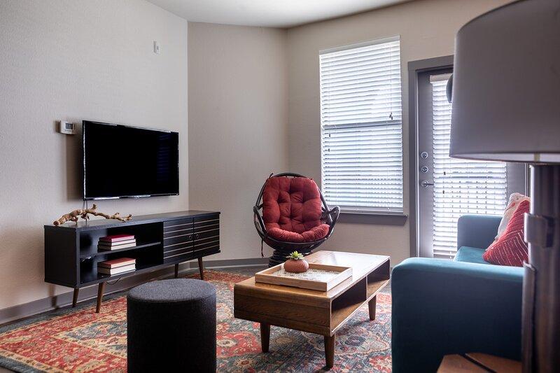 WanderJaunt | Waller | 1BR | Alamo Heights, holiday rental in Castle Hills