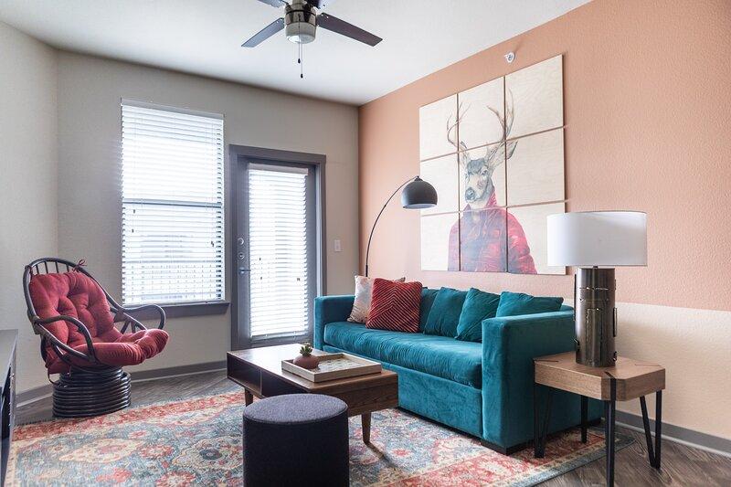 WanderJaunt | Dealey | 1BR | Alamo Heights, holiday rental in Castle Hills